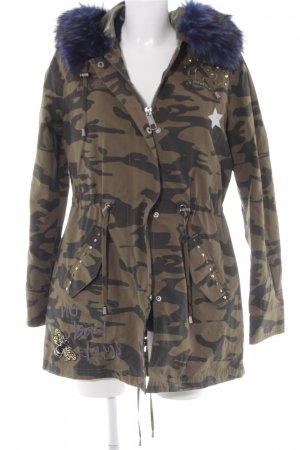 Guess Winterjacke khaki-dunkelgrün Camouflagemuster Street-Fashion-Look