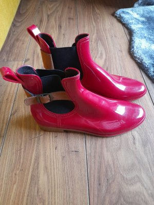 Wellies red