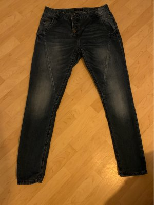Gut erhaltene Jeanshose