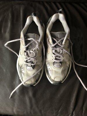 Gut erhaltene Nike Sneaker mit Leder