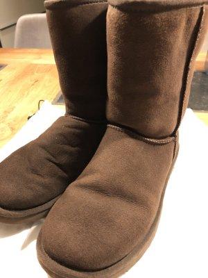 UGG Botas de nieve marrón oscuro-marrón