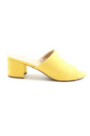 H&M Sandalo con tacco giallo pallido stile casual