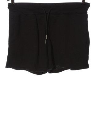 H&M Basic Pantalón corto negro look casual