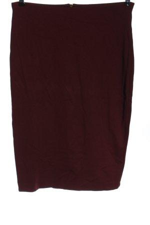 H&M Falda de tubo rojo look casual