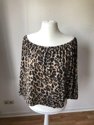 H&M Carmenshirt mit Knopfleiste im Leopardenmuster