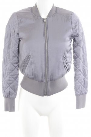 H&M Divided Bomberjacke helllila Steppmuster Street-Fashion-Look