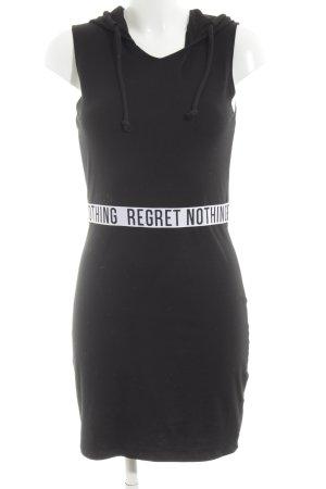 H&M Divided Vestido con capucha negro-blanco letras impresas look casual