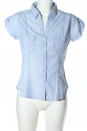 H&M Divided Blusa de cuello alto blanco-azul look casual