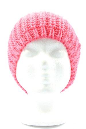 H&M Gorro tejido rosa look casual