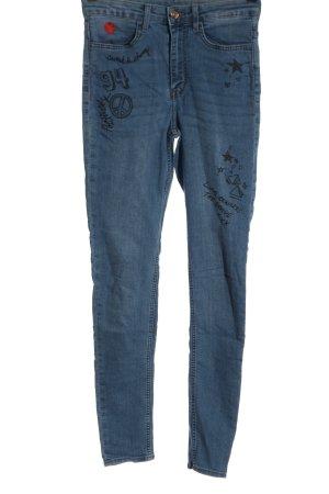 H&M High Waist Jeans blau Schriftzug gedruckt Casual-Look
