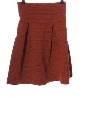 H&M Falda de talle alto rojo look casual
