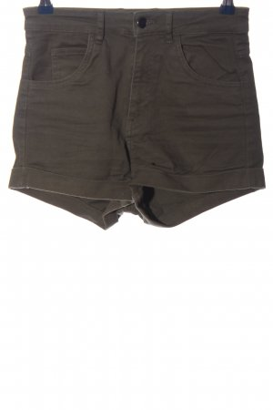 H&M Pantalón corto de talle alto marrón look casual