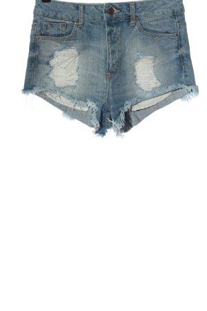 H&M Pantalón corto azul look casual