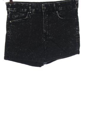 H&M Pantalón corto negro moteado look casual