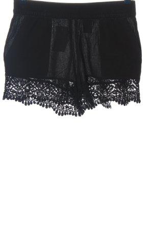 H&M Pantalón corto negro look casual