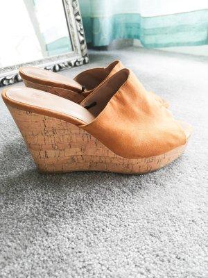 H&M Zapatos de cuña coñac