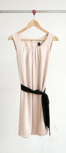 H&M Kleid mit schwarzem Gürtel