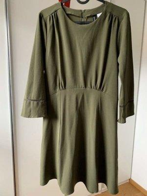 H&M Kleid olivgrün