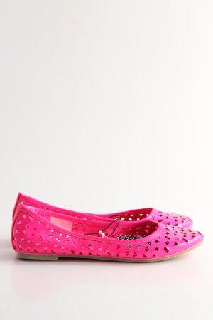 H&M Bailarinas de charol con tacón rosa look casual