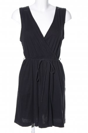 H&M Mini vestido negro look casual