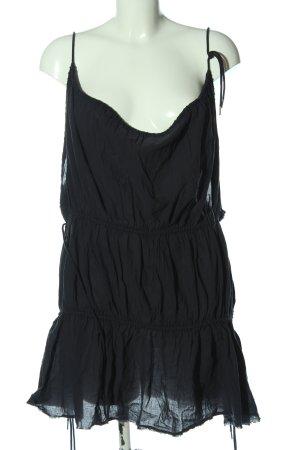 H&M Mini vestido negro look casual