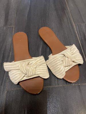 H&M Pantoletten flach beige mit Schleife 42