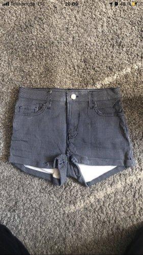 H&M Shorts bianco-blu scuro