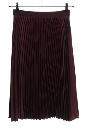 H&M Falda plisada rojo look casual