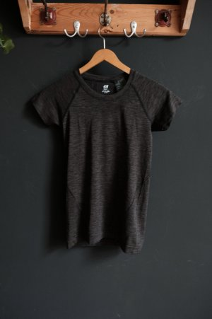 H&M QuikDry Training tee XS