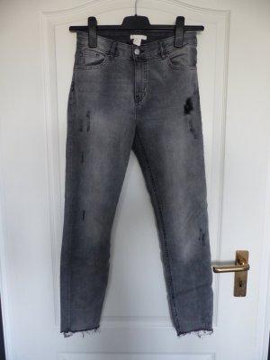 H&M Ripped Jeans Grau - Wie NEU!