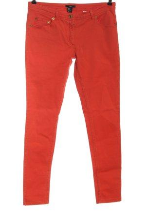 H&M Pantalón de tubo rojo look casual