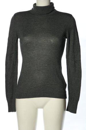 H&M Top de cuello de cisne negro moteado look casual