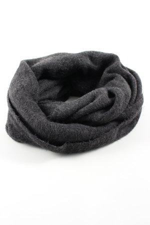 H&M Caperuza negro estampado repetido sobre toda la superficie look casual