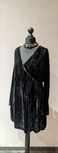 H&M Samtkleid schwarz V-Ausschnitt Größe 44