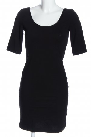 H&M Vestido de tubo negro look casual