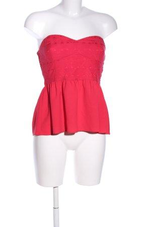 H&M Top sin hombros rojo look casual