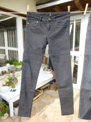 H&M schwarze Jeans Röhre Gr. 36