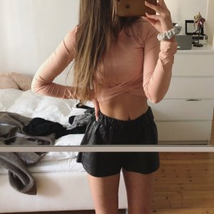 H&M Cropped Shirt beige-nude