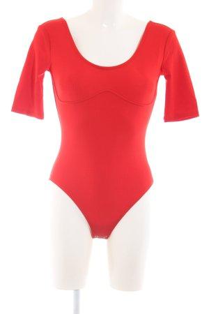 H&M Bodies rojo look casual