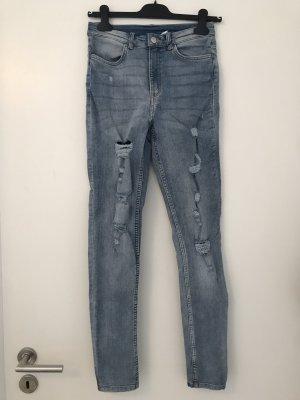 H&M Skinny Jeans mit Rissen vorne; Größe 38