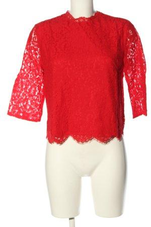 H&M Top de encaje rojo look casual