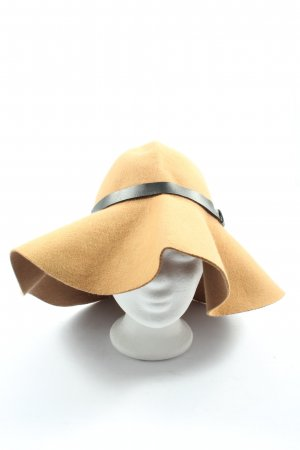 H&M Fabric Hat nude casual look