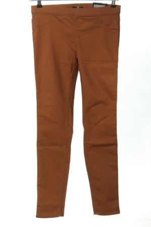 H&M Pantalón elástico rojo look casual