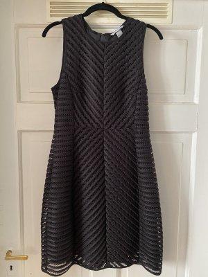 H&M tailliertes Kleid