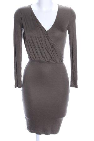 H&M Vestido cruzado marrón look casual