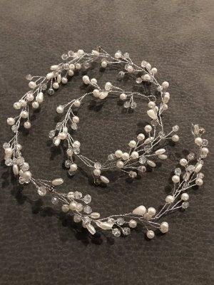 Haardrad in silber Farbe mit  Perlen und  Schmucksteinen  verziert
