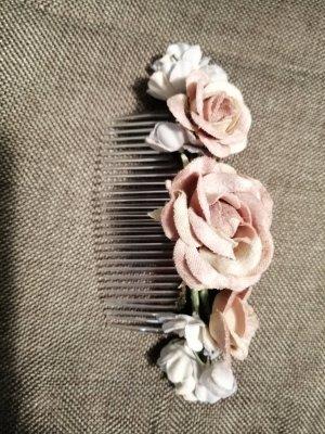 Haarschmuck mit Blumen von Bijou Brigitte