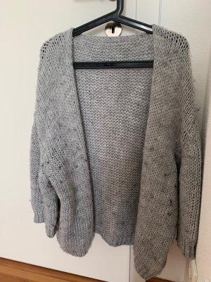 Cardigan en crochet gris