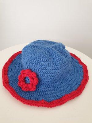Bonnet en crochet rouge-bleu
