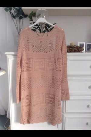 Szydełkowany sweter różany-nude